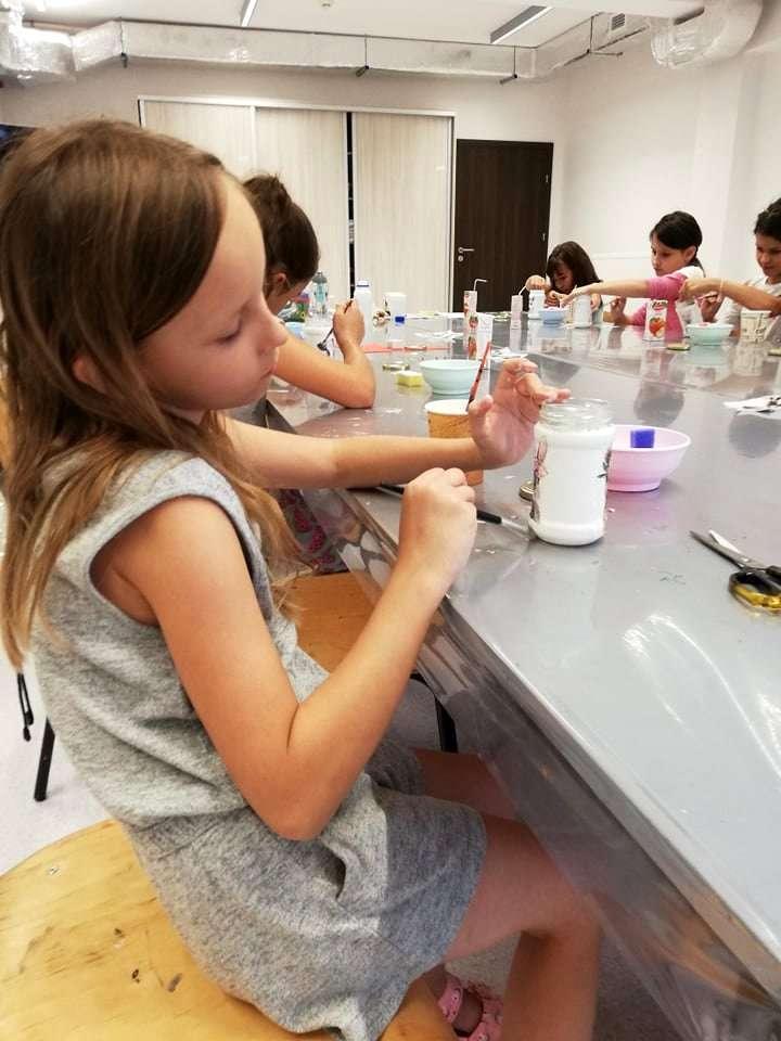 Warsztaty w pracowni dziecięcej - 'niech żyją wakacje'